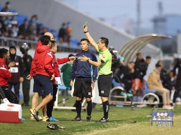 Bóng đá Việt Nam tối 18/1: HLV TP HCM không muốn đổ lỗi cho trọng tài