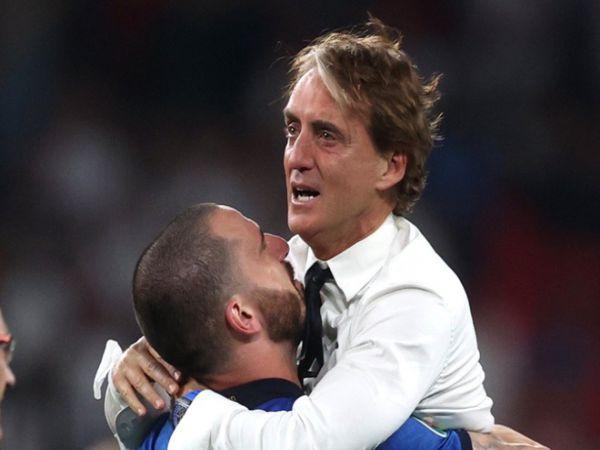 Bóng đá QT trưa 12/7: Vô địch EURO 2020, HLV Mancini bật khóc nức nở